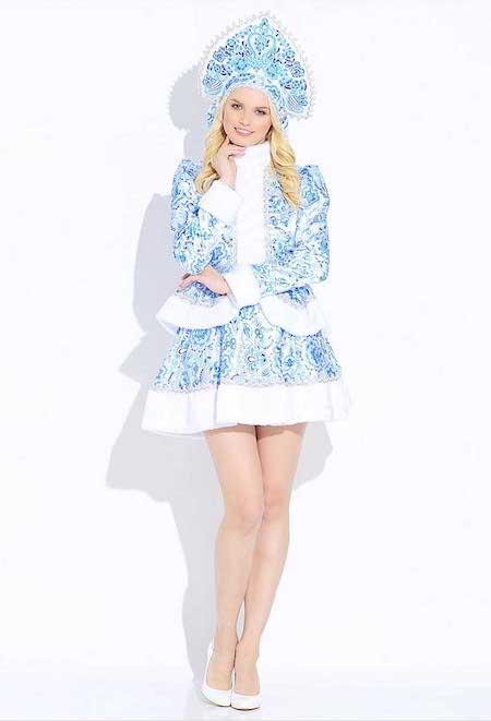 Милая Снегурочка в красивом костюме Гжель мини.